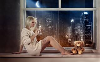 Photo blonde avec l'ours doux