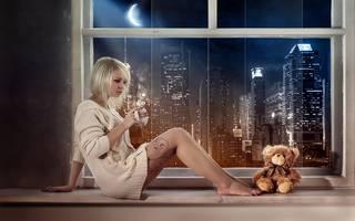 Photo blonde avec l'ours doux