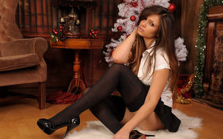 Cool fond d'écran avec notoire fille naturelle et jolie astucieux sur fond blanc élégant arbre de Noël.