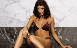 Cute little girl Shannon Elizabeth.
