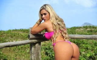 Erotische blonde Mädchen frei